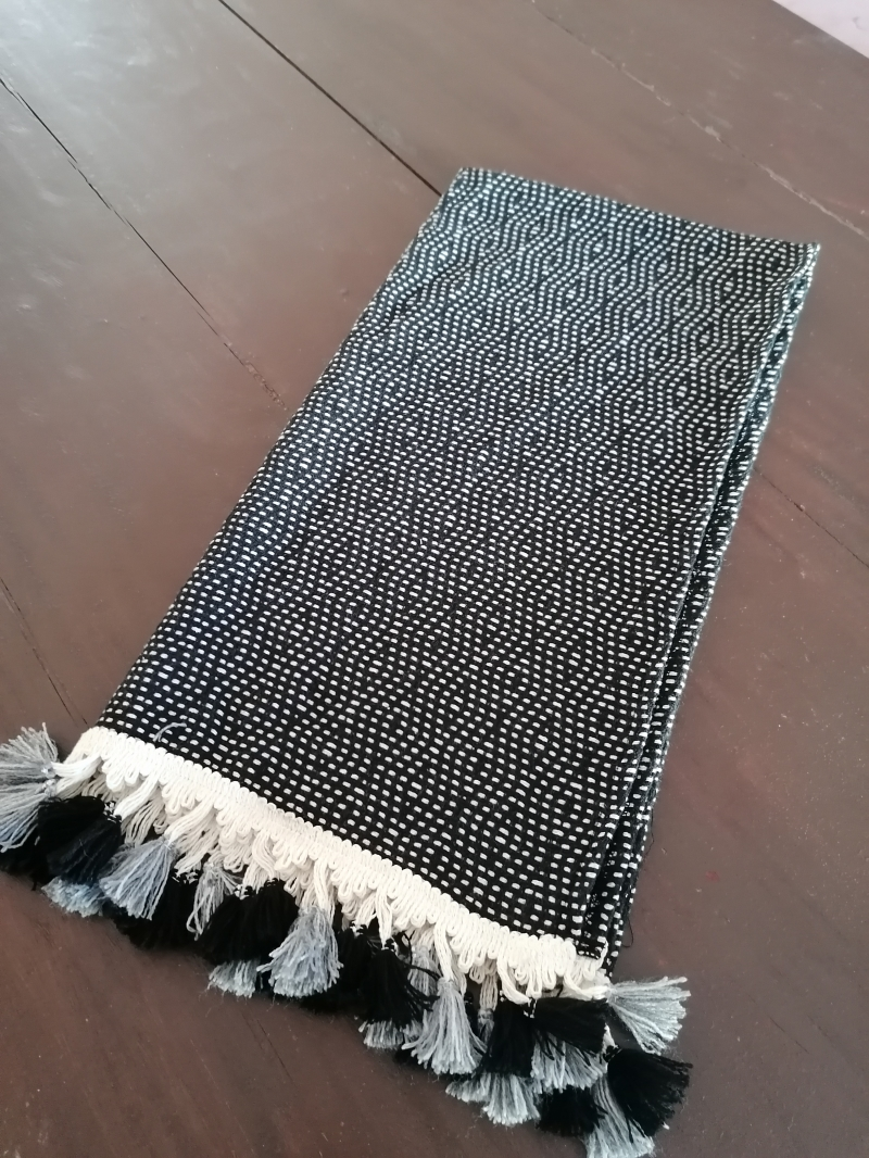 BLACK PEARL HAND TOWEL