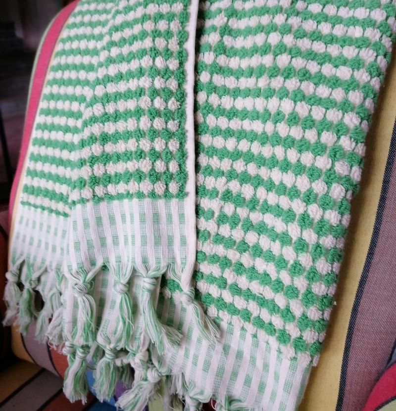BUBBLE TOWEL